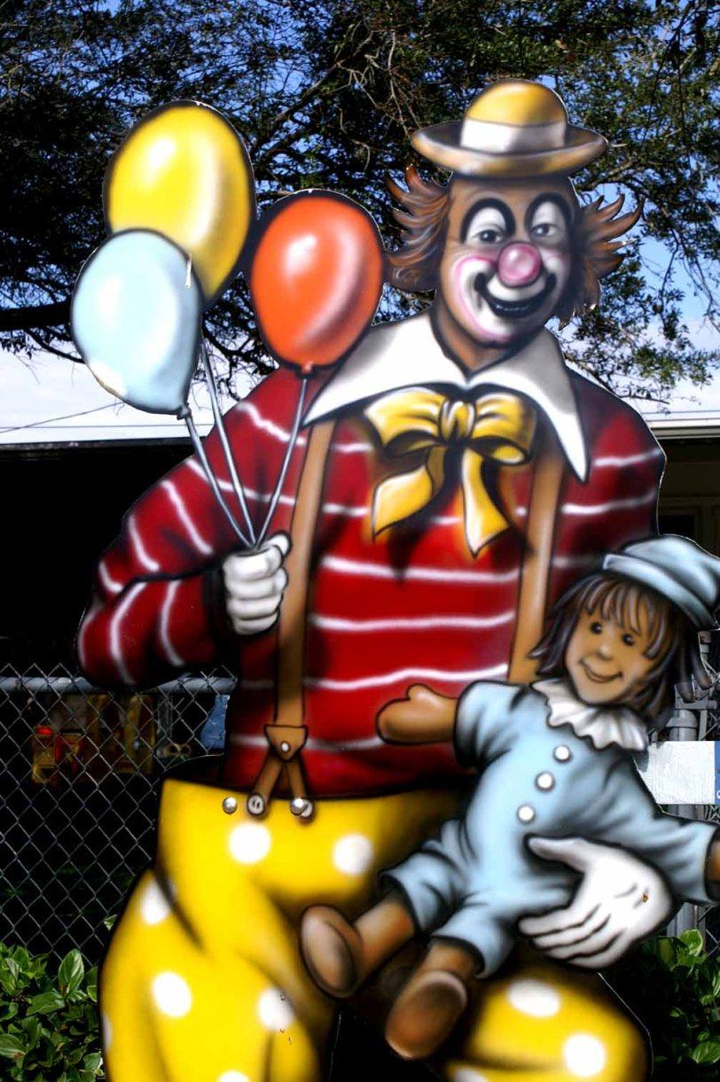 Clwnballoonchild54lo