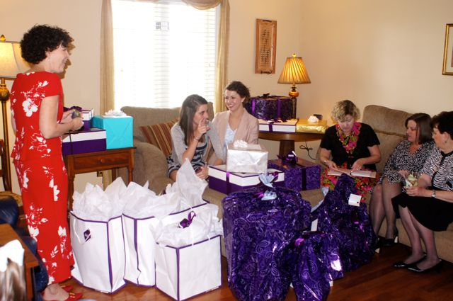Alisons_family_surrounded_by_gifts